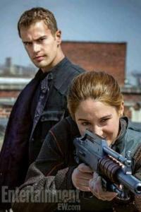 Tris y Tobias diaparando